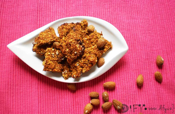 Zdravé sušenky z dýně hokaido, mandlí a datlí