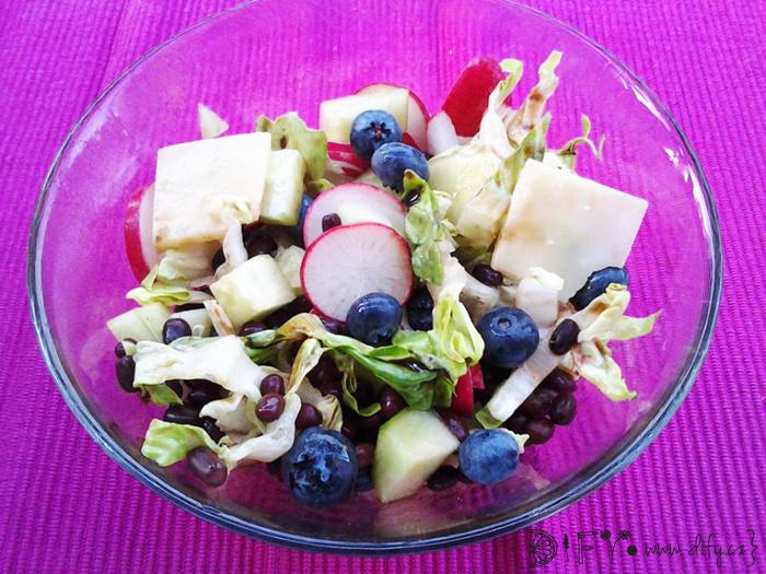 Barevný salát s adzuki fazolkami