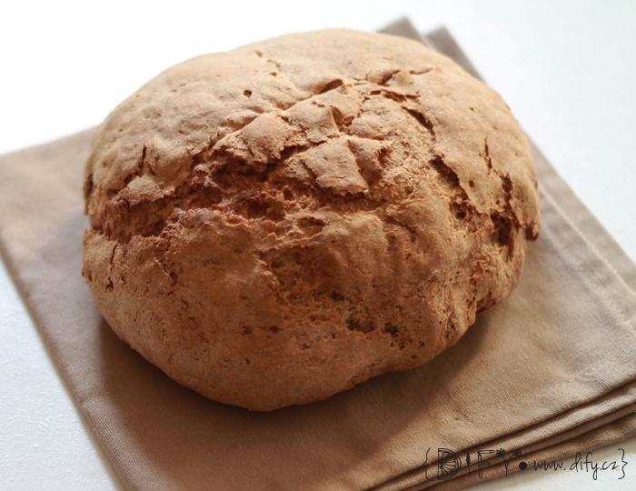 Domácí celozrnný chleba na sendviče