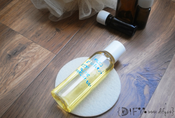 Zvláčňující a krásně voňavý DIY sprchový olej s ylang ylang