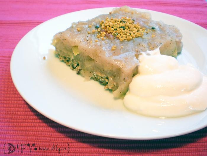 Bezlepkový nepečený jablečný koláč
