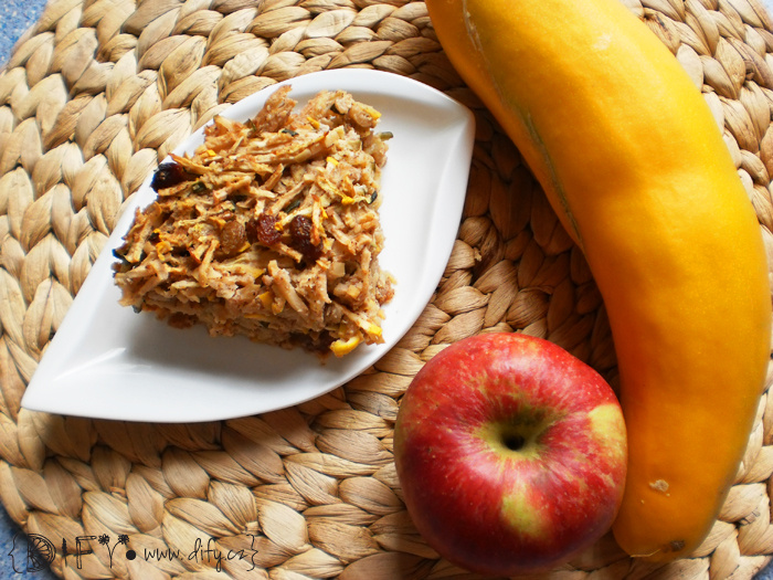 Dietní cuketovo-jablečný koláč