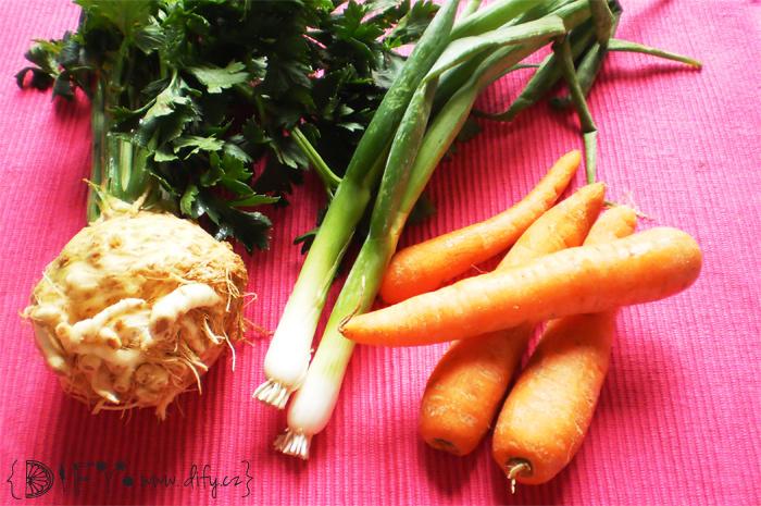Suroviny na mrkvovo-celerový koláček