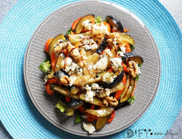 Báječný švestkový salát s nivou a ořechy