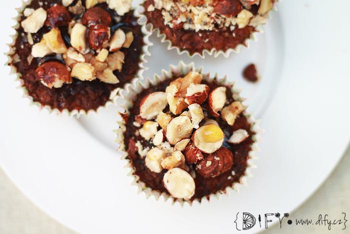 Bezlepkové cupcakes z batátů zasypané oříšky s medem