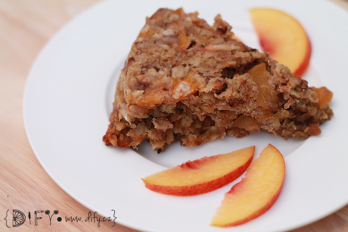 Šťavnatý vločkový koláč  s nektarinkami