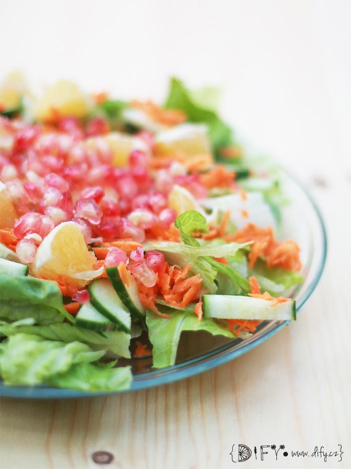 Svěží sladký zeleninový salát s pomerančovou zálivkou