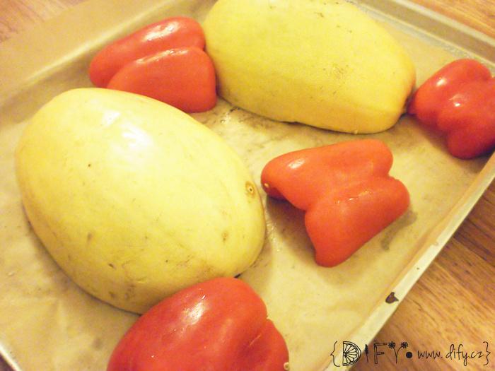 Příprava pikantní rajčatové omáčky