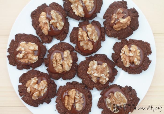 Kakaové bezlepkové cukroví s čokoládou a oříškem