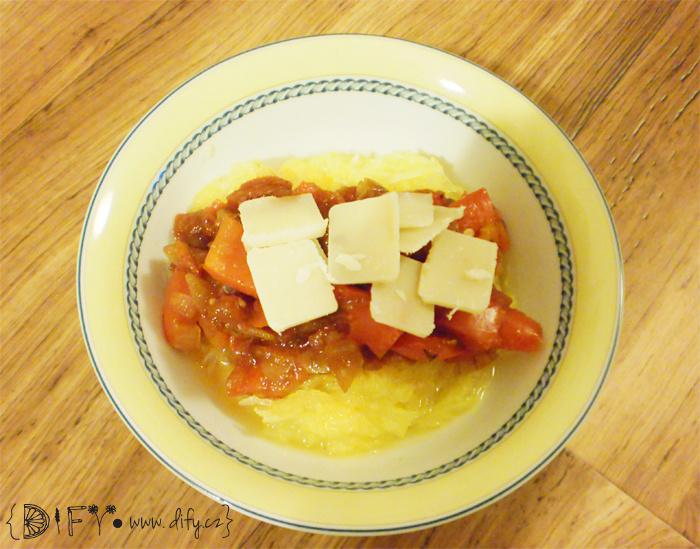 Veganské dýňové špagety s pikantní omáčkou