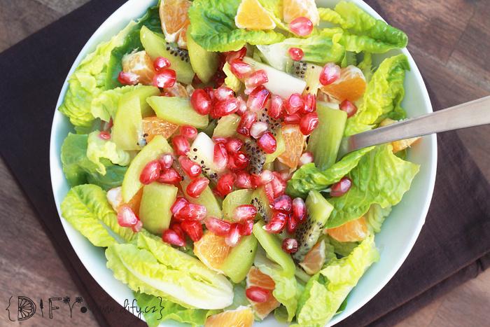Vitamínový salát s římanem a ovocem