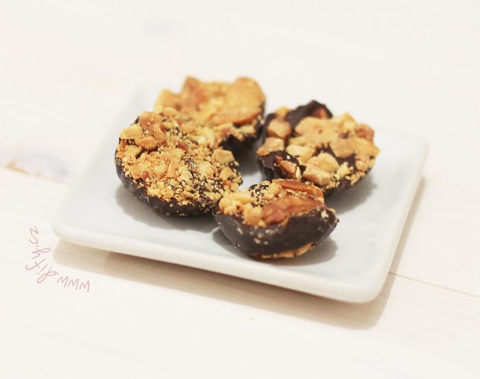 Domácí čokoládové bonbony s arašídy