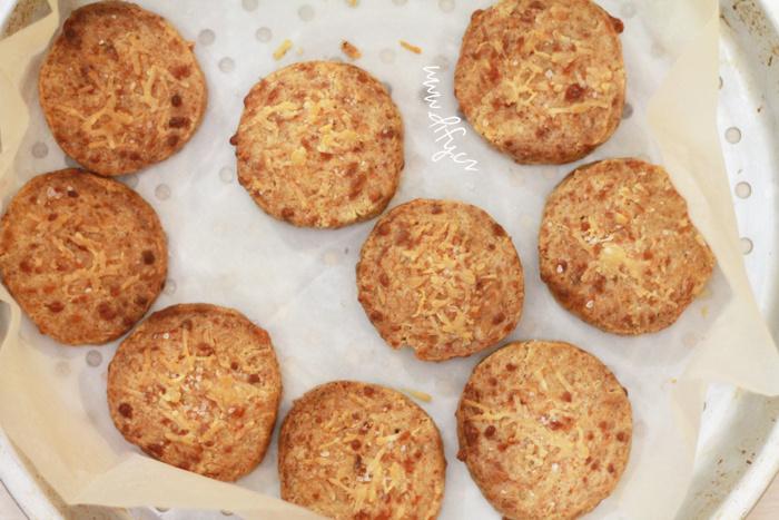 Celozrnné sušenky se dvěma sýry