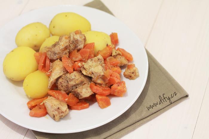 Krůtí maso s mrkví z pomalého hrnce