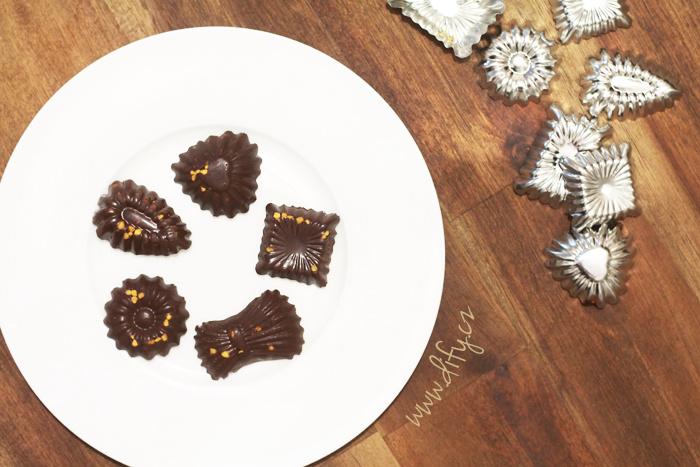 Miničokoládky s vlašskými ořechy a včelím pylem