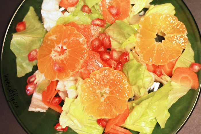 Sladký salát s medovo zázvorovou zálivkou