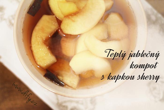 Teplý jablečný kompot s kořením a sherry