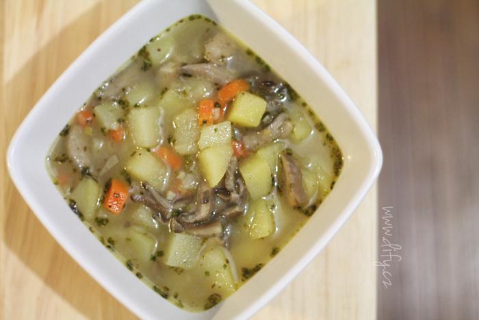 Bramborová polévka z pomalého hrnce s hlívou