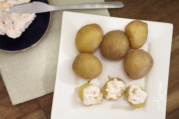 Brambory na lupačku s paprikovým sýrem