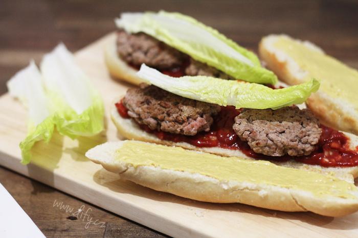 Domácí hamburger do rohlíku
