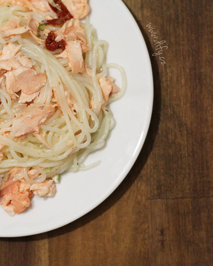 Špagety s lososem a sušeným rajčetem