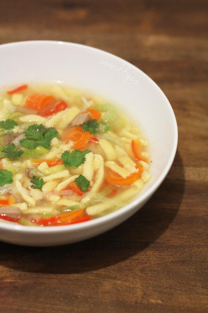 Zeleninová polévka s kukuřičným strouháním
