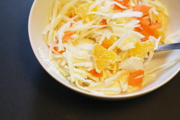 Zelný salát s pomerančem a mrkví
