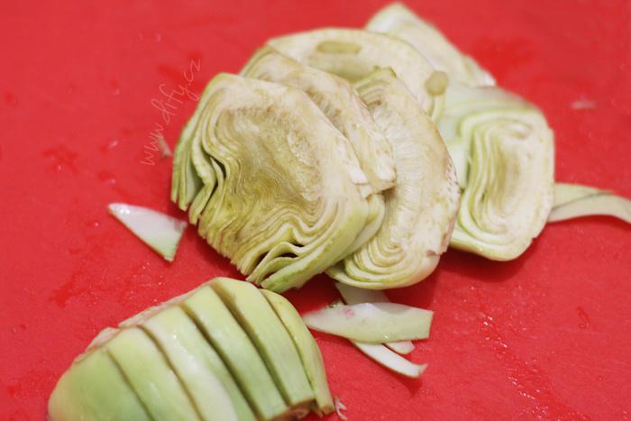 Jak krájet artyčoky na tortillu