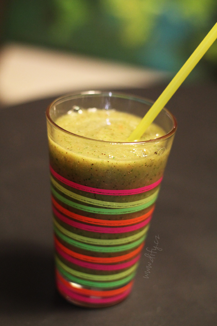Grepovo okurkové smoothie s kiwi