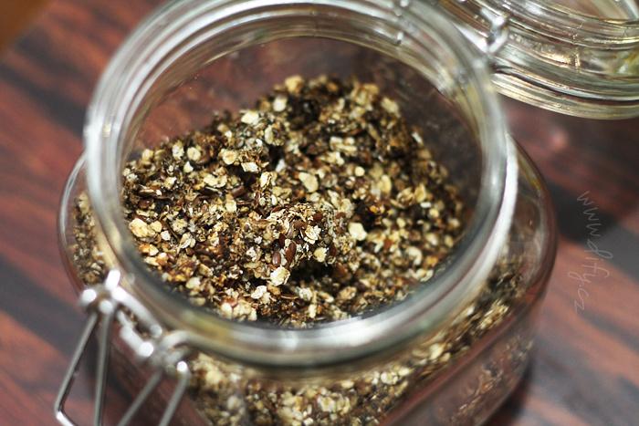 Karobová granola s chia a lněným semínkem