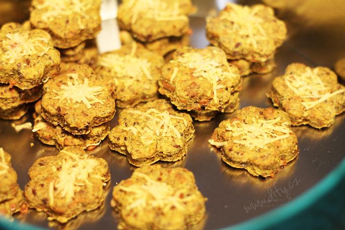 Lněné sušenky se sýrem a kurkumou