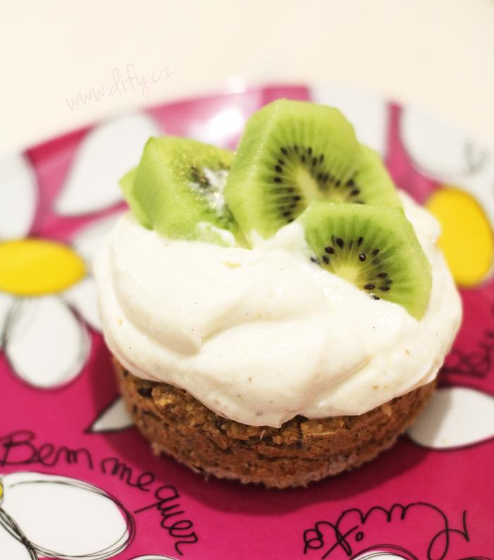Ovesný dortíček s tvarohovým krémem a ovocem
