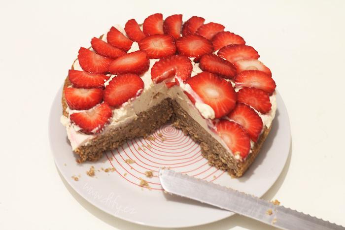 Celozrnný jahodový dortík s vanilkovým krémem