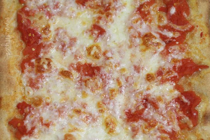 Domácí kvásková pizza margherita