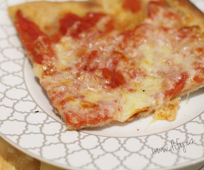 Zdravější domácí kvásková pizza margherita