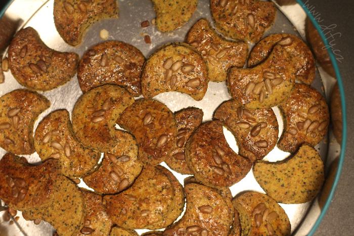 Domácí makové krekry s kurkumou