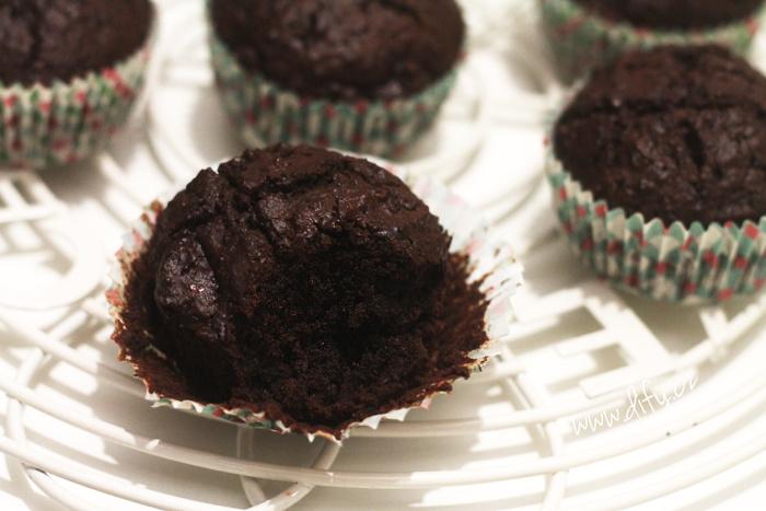 Domácí kakaové muffiny s čokoládou a ořechy