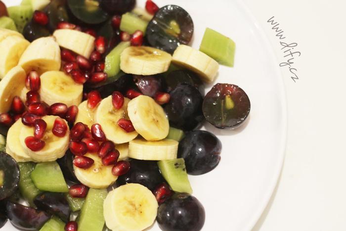 Recept na jednoduchý ovocný salát s mandlovým olejem a limetou