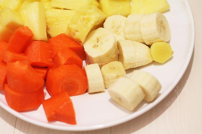 Smoothie z banánu, ananasu a mrkve