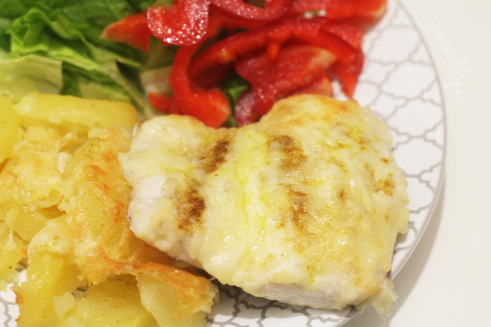 Rybička zapečená s kari, máslem a sýrem