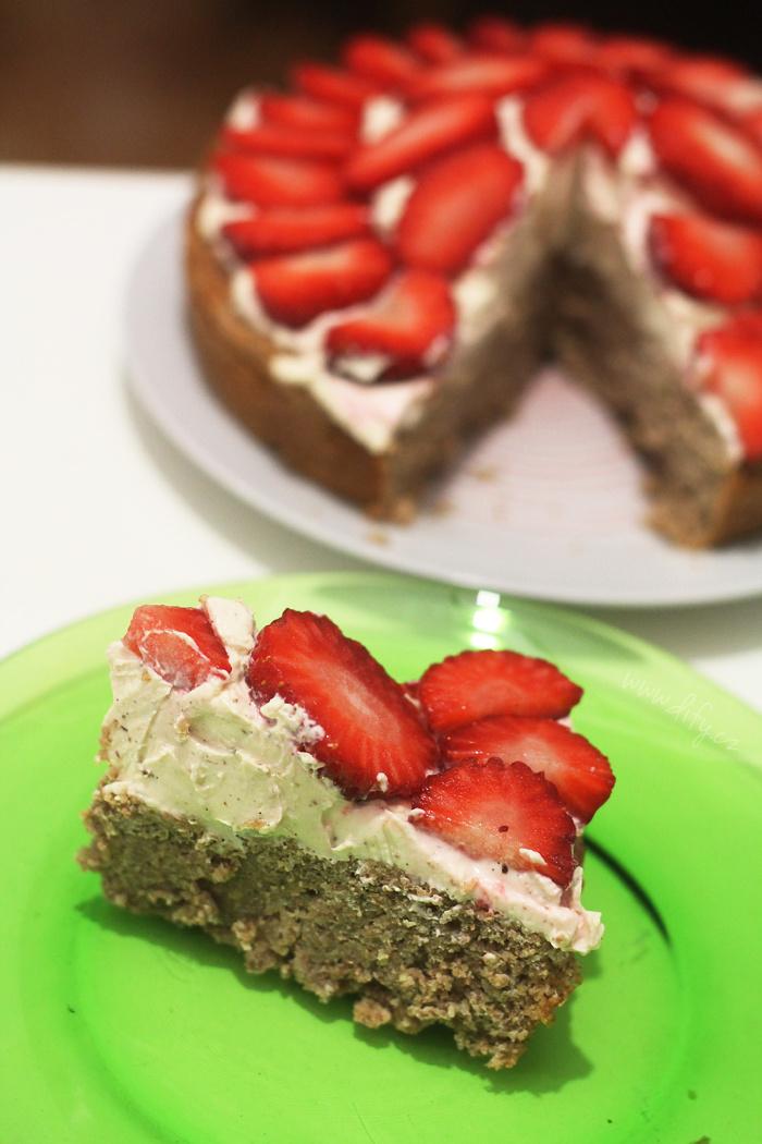 Celozrnný jahodový dortík