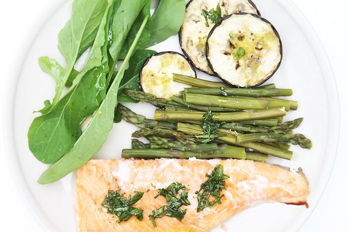Rychlý pečený losos se zeleninou