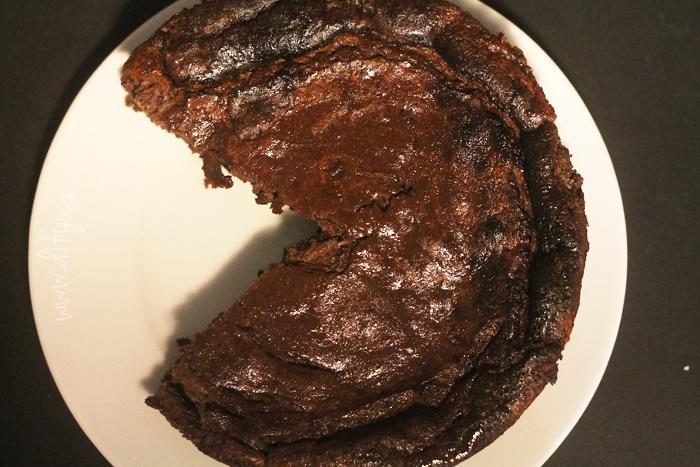Pečený kakaový cheesecake s kokosem