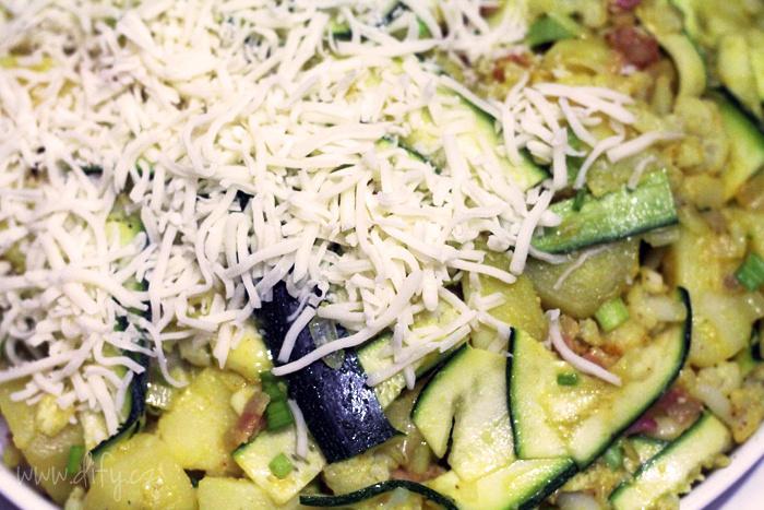 Recept na zapékaný květák s cuketou a kurkumou