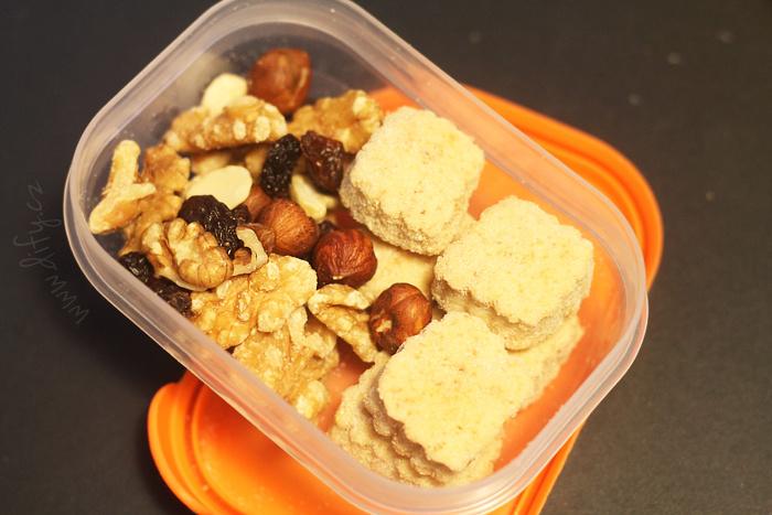 Rychlá svačinová krabička - sušenky a oříšky