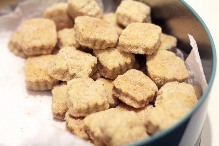 Celozrnné vinné sušenky v citronovém cukru