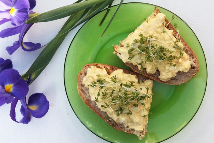 Zdravější vajíčková pomazánka s kurkumou