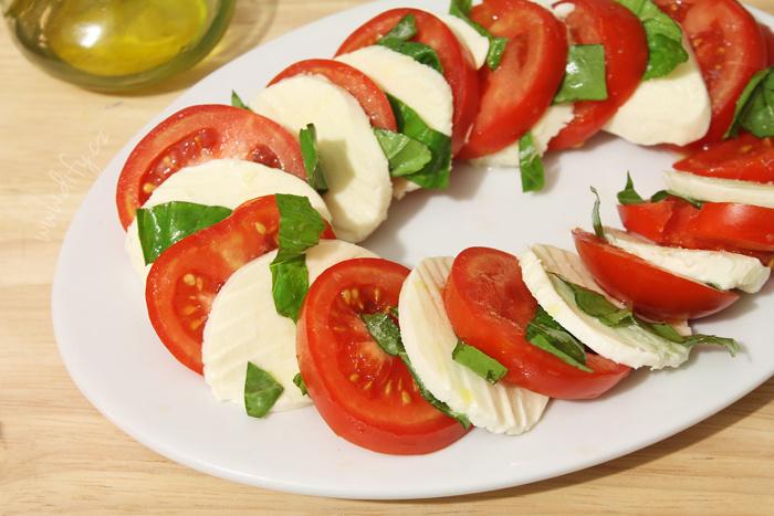 Italská insalata caprese
