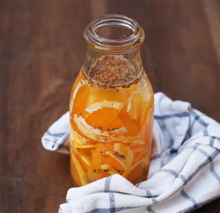 Domácí ochucená pomerančová voda bez extra cukru