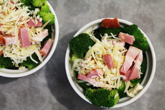Recept na jednoduchou brokolici zapečenou se sýrem a slaninou